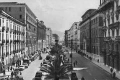 Corso Garibaldi nel 1960 con il Palazzo delle Poste e Pzzo Santoro